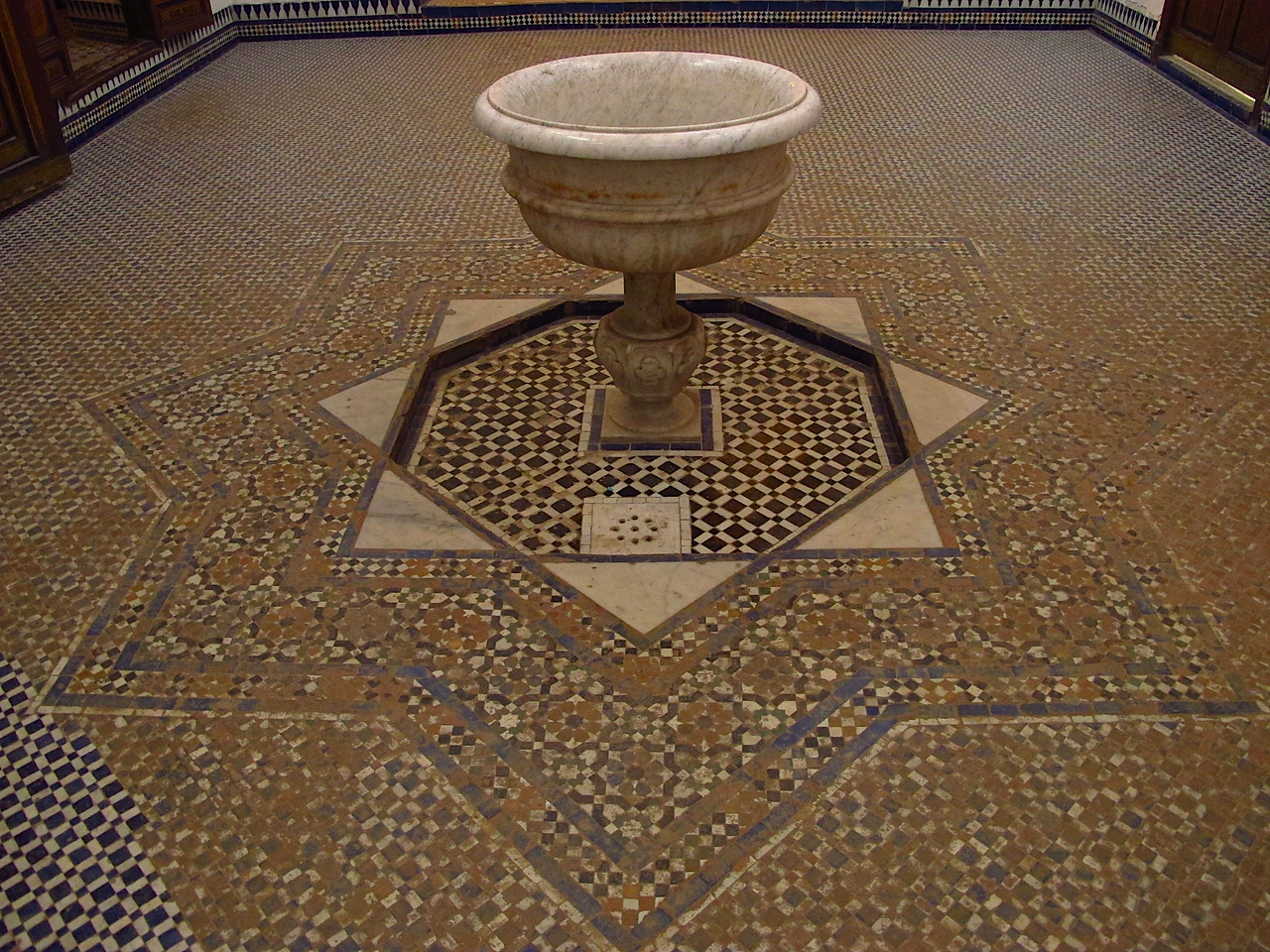 There are 160 different rooms in the palace which are sprawled out in an open, rambling fashion. The reception halls and private quarters are lavishly decorated and there are several tiled courts – often complete with water features – that serve as open air areas where the women could have washed and rested themselves.