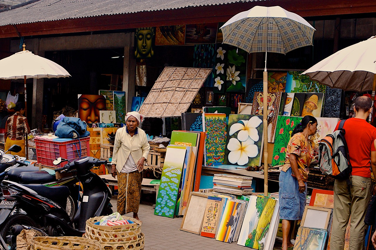 On the far exterior of the market, you'll also find paintings of all sort.