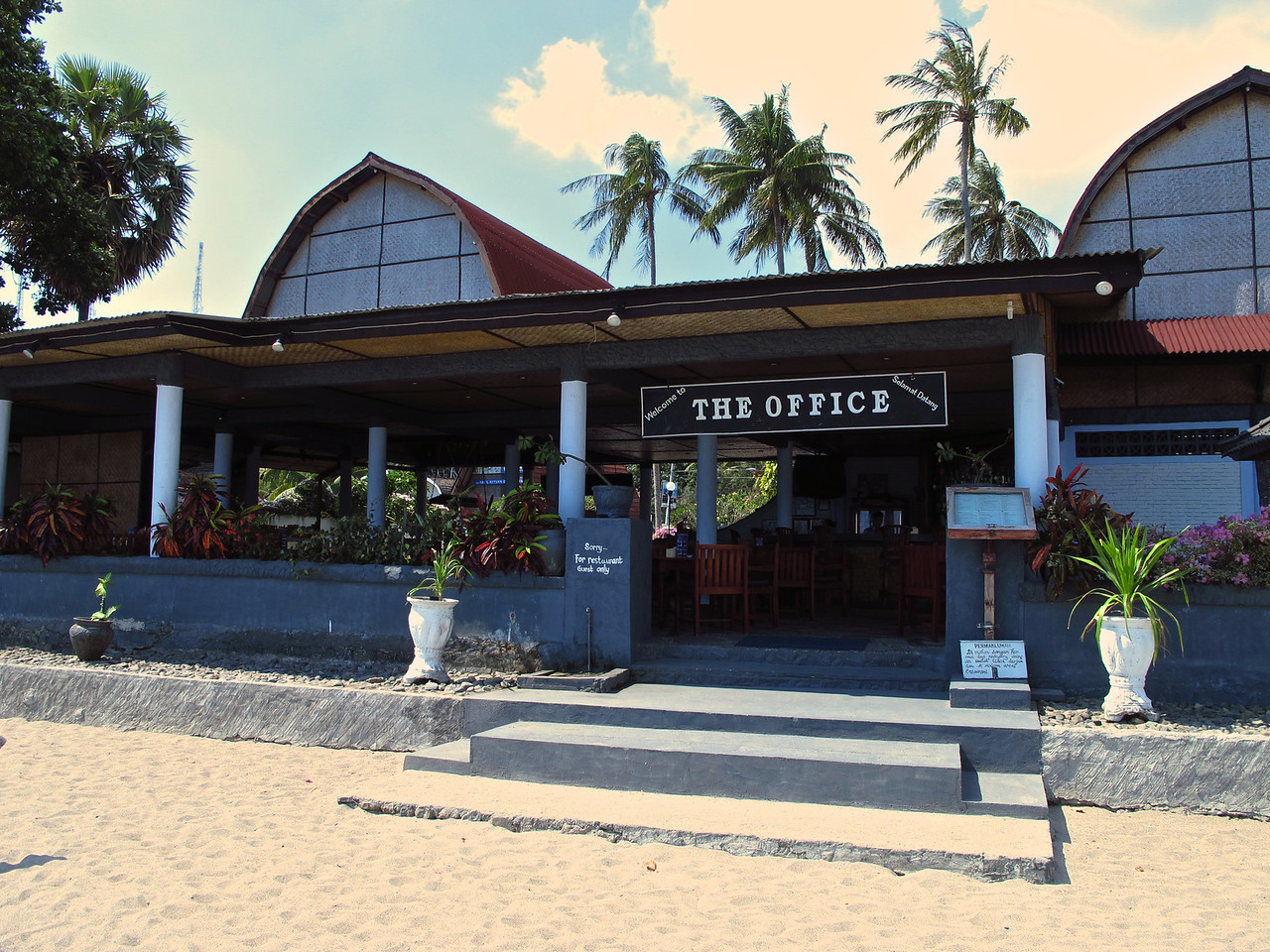 There are plenty of bars and restaurants along the beach at Senggigi.