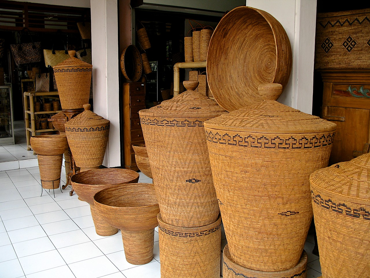 Outside of the market, there are other boutiques specializing in all kinds of local crafts.