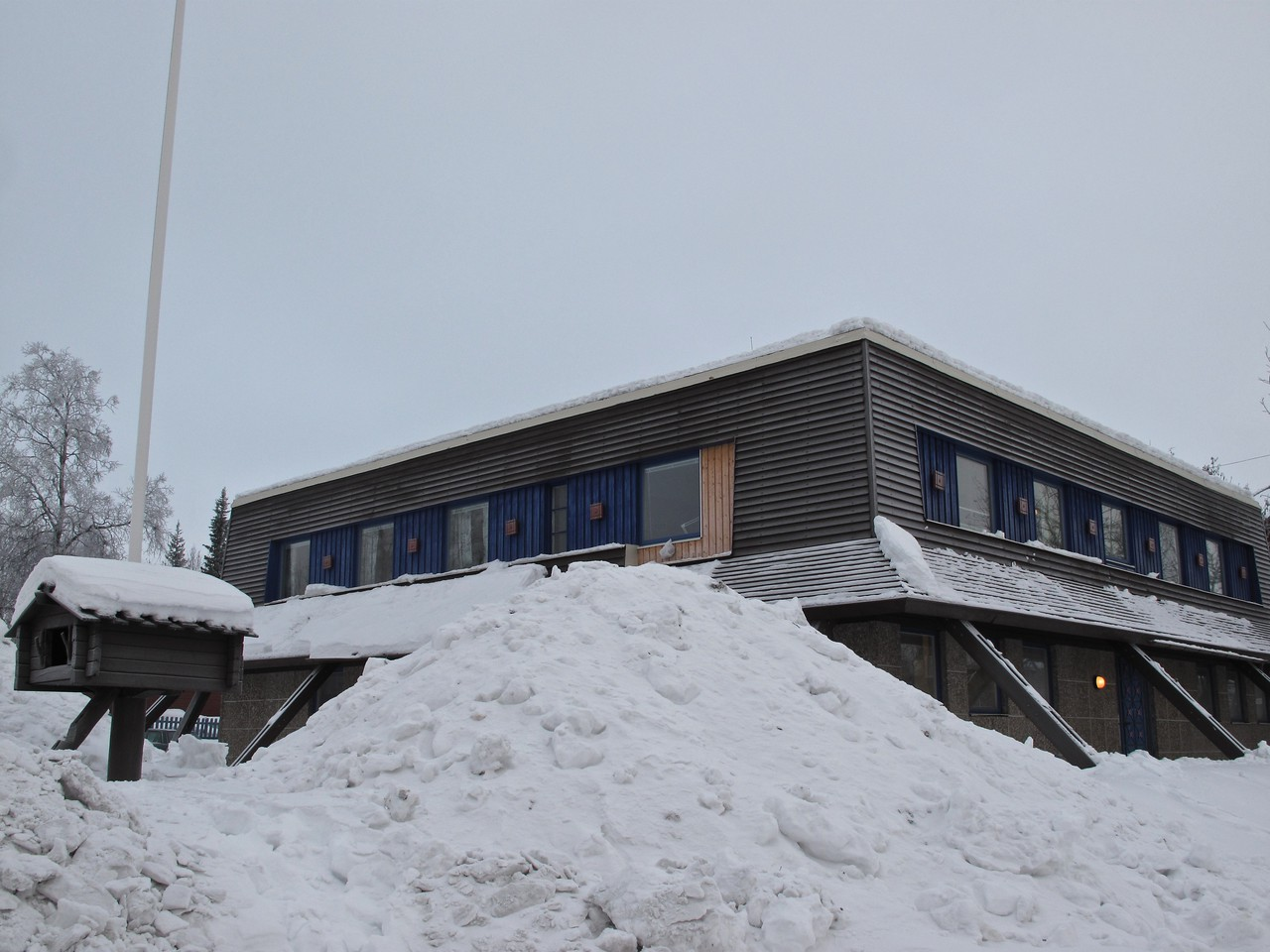 The hotel has 6 rooms and also  is a home to the owners, museum for the Sami in Kiruna and offices.