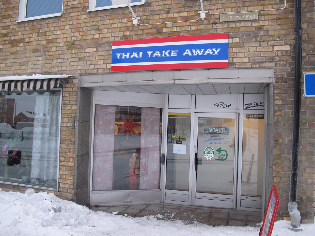 For some odd reason, there tends to be a few Thai restaurants in Kiruna.  We had the buffet lunch here during our first day in Kiruna.